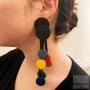 Boucles d'oreilles pastilles géométriques caoutchouc noir et multicolore