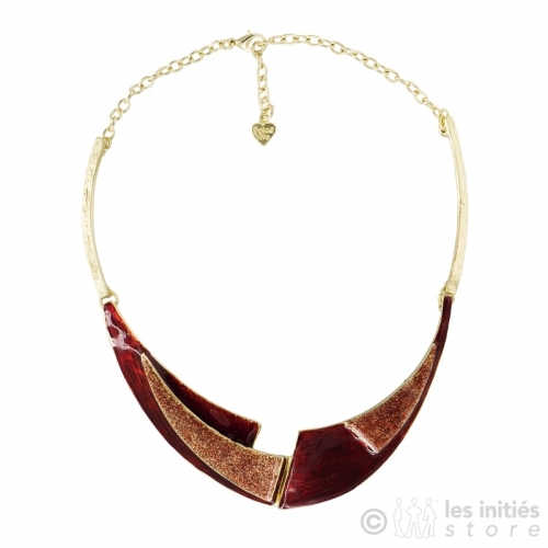 Glossy red necklace